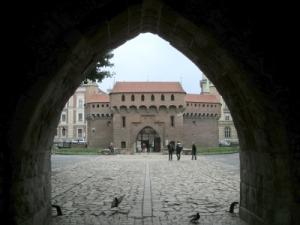 Baszty, mury Obronne i Barbakan – emocjonujące spotkanie z historią miasta