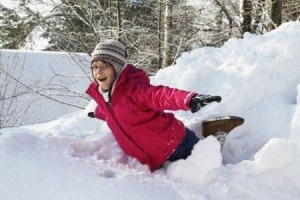 Zasady bezpiecznej zabawy na śniegu